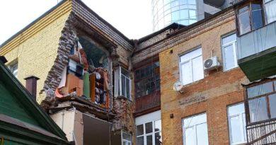 Обрушение фасада трехэтажного здания