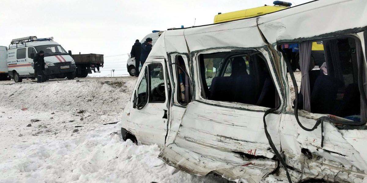 Один погиб, семеро пострадали в ДТП с микроавтобусом